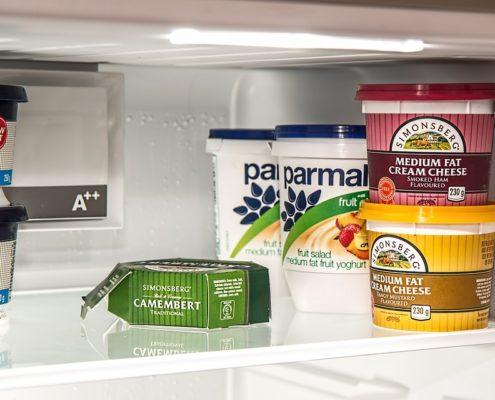hoe voorkom je een stinkende koelkast